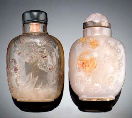 A carved agate snuff bottle 19