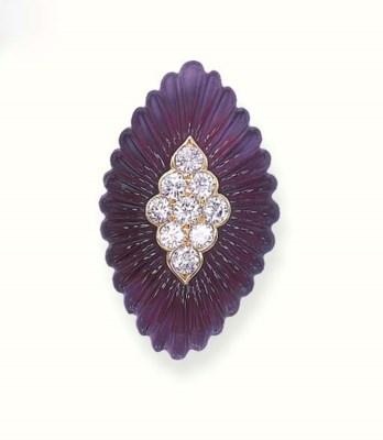 AN AMETHYST AND DIAMOND RING,