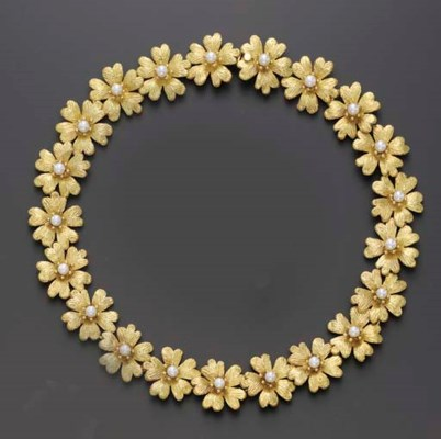 A GOLD AND CULTURED PEARL NECK