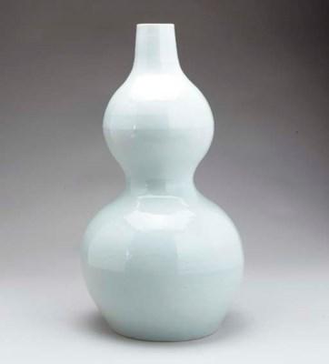 A WHITE-GLAZED DOUBLE-GOURD VA