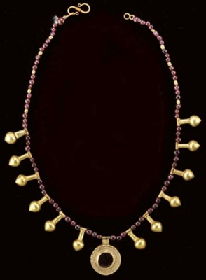 A ROMAN GOLD AND GARNET BEAD N