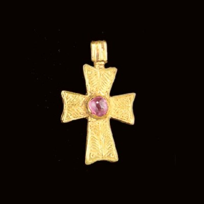 A BYZANTINE GOLD AND PINK SAPP