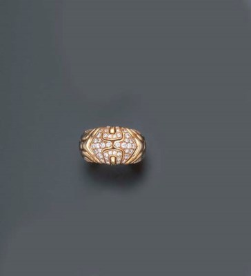 A DIAMOND AND GOLD RING, BY BU