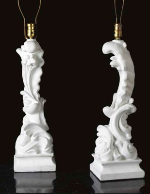 A PAIR OF PLASTER TABLE LAMPS