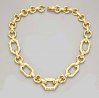 AN 18K GOLD NECKLACE, BY DAVID
