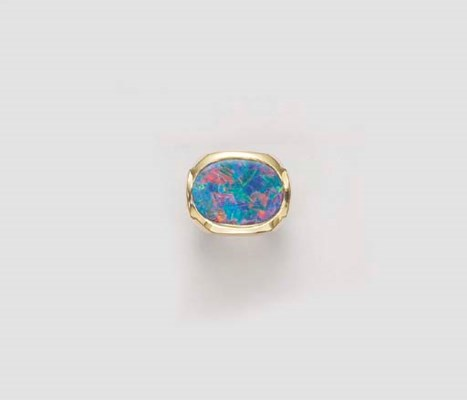 AN OPAL DOUBLET AND GOLD RING