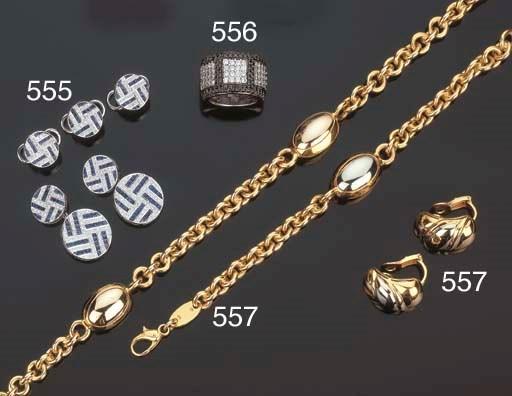 Gruppo di gioielli in oro bico