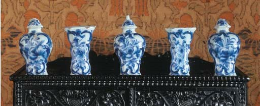 A miniature Dutch Delft blue a