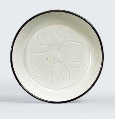 A SMALL CARVED DING WARE DISH