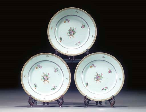 SIX FAMILLE ROSE EXPORT PLATES