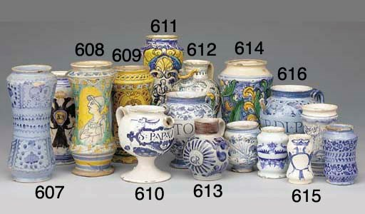 An Englsih delft blue and whit