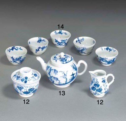 Five Worcester blue and white