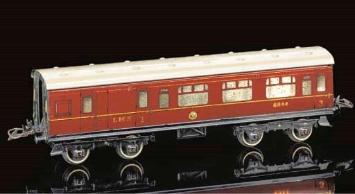 Hornby Series LMS Corridor Coa