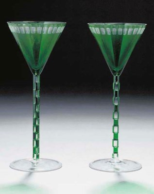 A PAIR OF GREEN AND CLEAR WINE