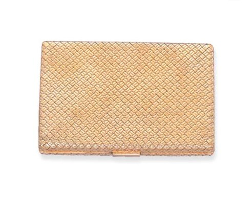 A GOLD POWDER COMPACT, BY VAN