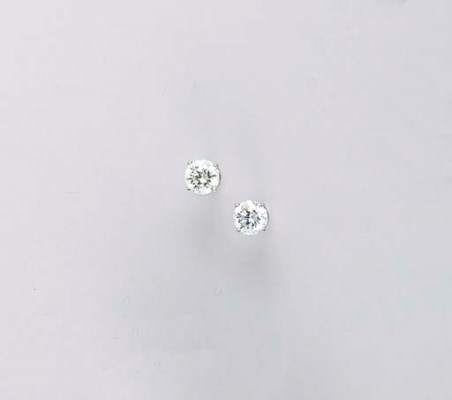 A PAIR OF DIAMOND AND WHITE GO