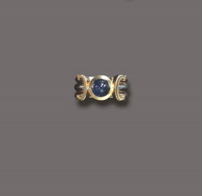 A SAPPHIRE AND GOLD RING, BY C