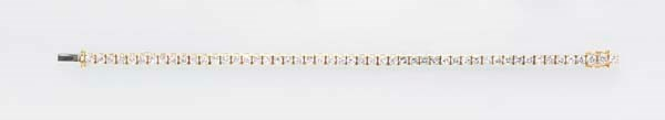 A DIAMOND AND 18K GOLD LINE BR