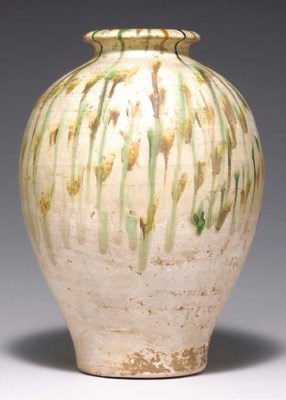 A SANCAI-GLAZED POTTERY OVOID