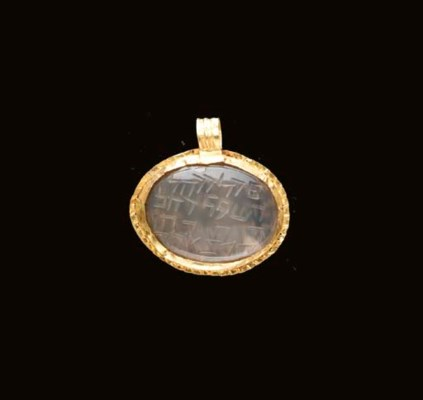 A ROMAN CHALCEDONY AND GOLD AM
