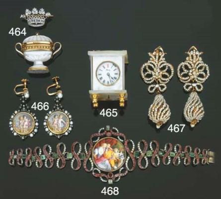 Gruppo di gioielli e oggetti