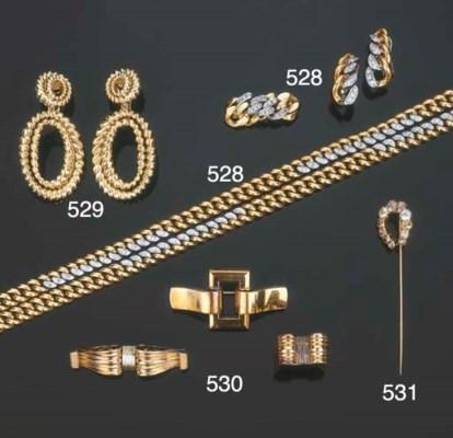 Gruppo di gioielli in oro e di