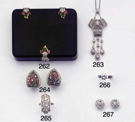 (2) A PAIR OF DIAMOND EARSTUDS