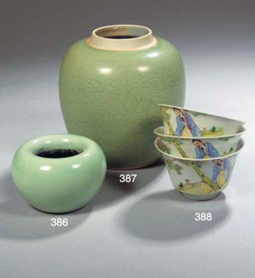 A pale celadon-glazed brushwas