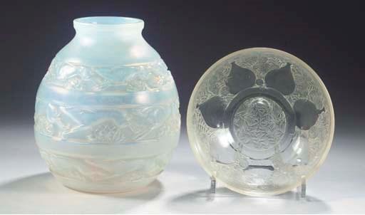 (2) SOUDAN, AN OPALESCENT GLAS