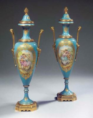 A pair of Sèvres pattern porce
