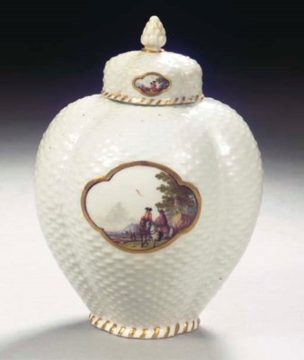 A Meissen porcelain tea caddy