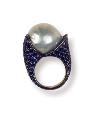 A SAPPHIRE AND CULTURED PEARL