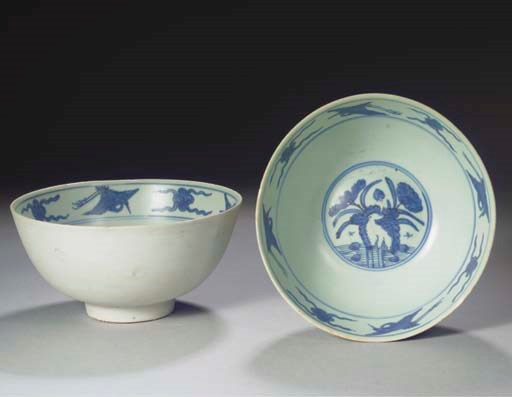 A PAIR OF LARGE MING BLUE AND