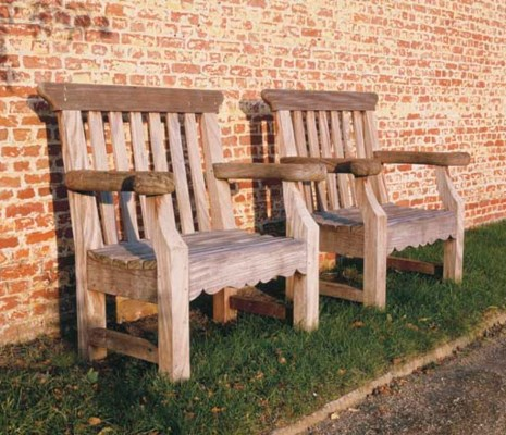 A PAIR OF TEAK GARDEN OPEN ARM