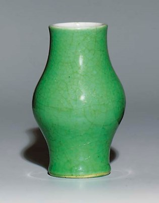 A GREEN LANGYAO VASE