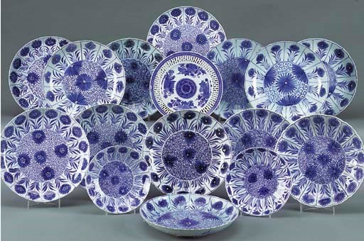 A CHINESE BLUE AND WHITE LOBED