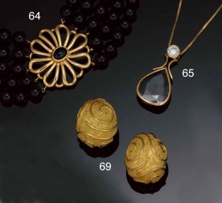 A pair of earclips by Elizabet