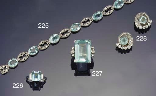An aquarmarine and diamond rin