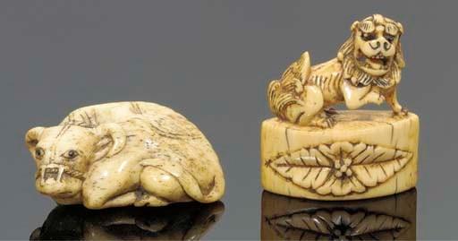A Japanrese ivory netsuke of a