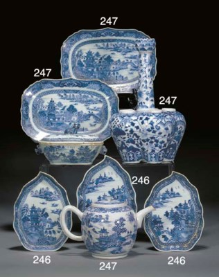Five Chinese blue and white le