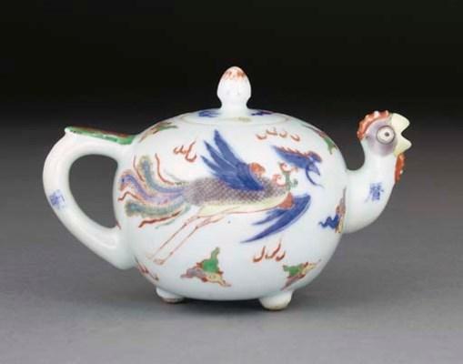 A Chinese wucai teapot, 19th c