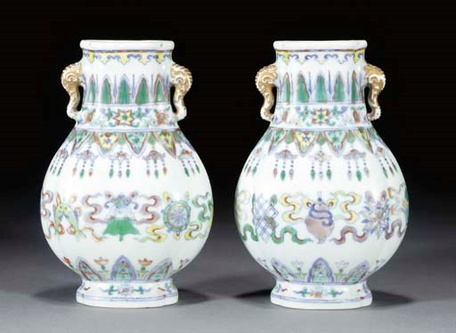 A pair of Chinese doucai lobed