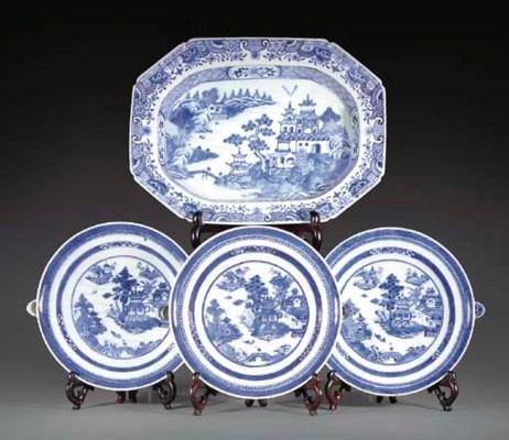 Three Chinese blue and white w