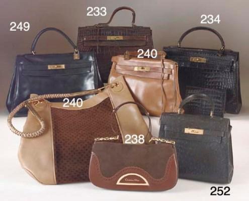 A Kelly bag, of medium patent