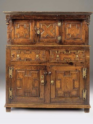 AN ENGLISH OAK CHEST WITH PRES