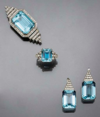 A small group of aquamarine an