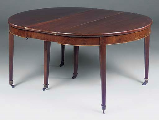 A FRENCH MAHOGANY EXTENDING DI