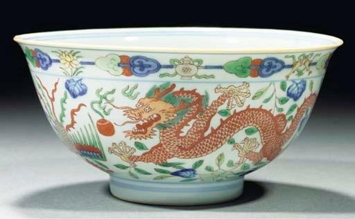 A wucai dragon and phoenix bow