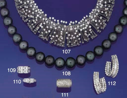 An impressive diamond collar n