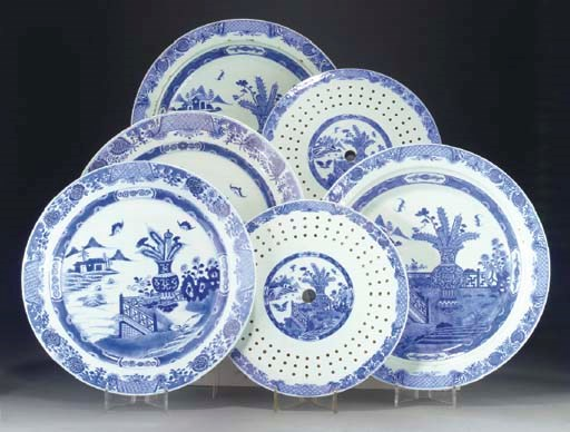 Two Chinese blue and white cir